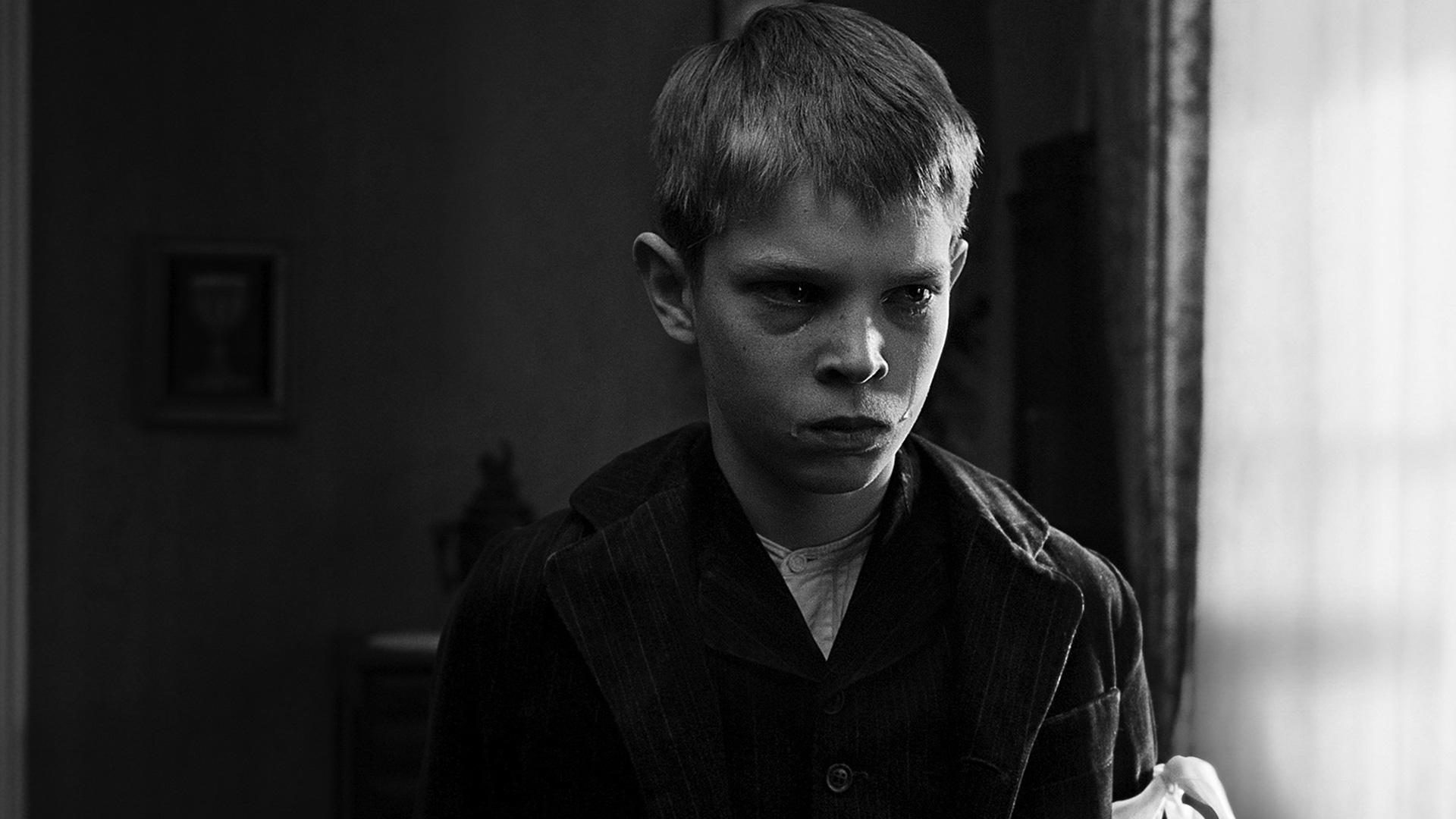 Kadr z filmu Biała wstążka