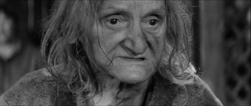 Kadr z filmu Młot na czarownice